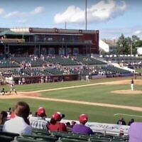 Capture écran d'un match de baseball au TD Bank Ballpark à Bridgewater, dans le NEw Jersey. (Capture écran/YouTube)