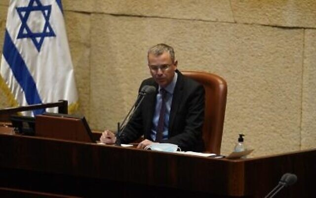 Le président de la Knesset, Yariv Levin, annule un vote appelant à une enquête sur l'affaire des sous-marins, le 21 octobre 2020. (Shmulik Grossman / Knesset)
