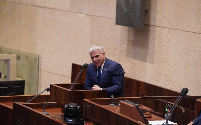 Le chef du parti Yesh Atid, Yair Lapid, s'exprime lors du plénum de la Knesset, le 28 octobre 2020. (Shmulik Grossman/Knesset)