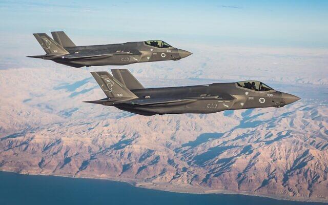 Des avions de combat du deuxième escadron de F-35 de Tsahal, les Lions du Sud, survolent le sud d'Israël. (Armée israélienne)