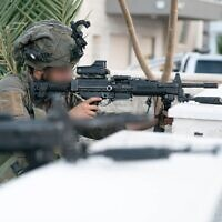 """Des soldats de l'armée israélienne prennent part à un vaste exercice, """"Flèche meurtrière"""", qui simule la guerre dans le nord, au mois d'octobre 2020. (Crédit : Armée israélienne)"""