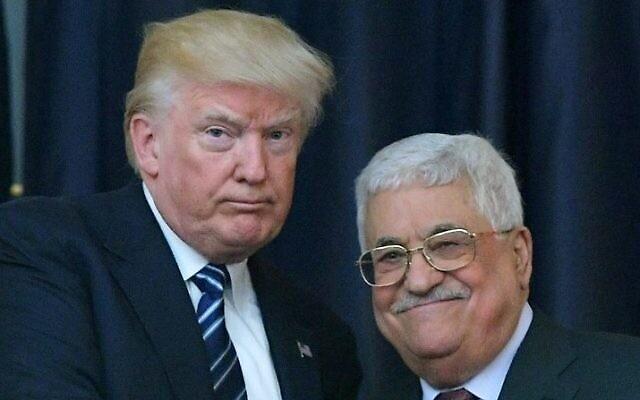 Le président américain Donald Trump, à gauche, et le leader palestinien Mahmoud Abbas posent pour une photo lors d'une conférence de presse commune au palais présidentiel de la ville de Bethléem en Cisjordanie le 23 mai 2017. (AFP/Mandel Ngan)