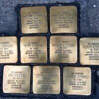 Les 9 Stolpersteine posées au 8-10 rue Eau de Robec, à Rouen, en hommage à la famille Ettinger. (Crédit : Pavés de Mémoire Rouen Métropole)