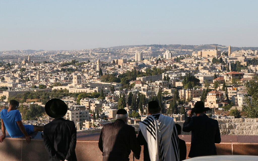 Vue sur le mont Scopus de Jérusalem. (Crédit : Shmuel Bar-Am)