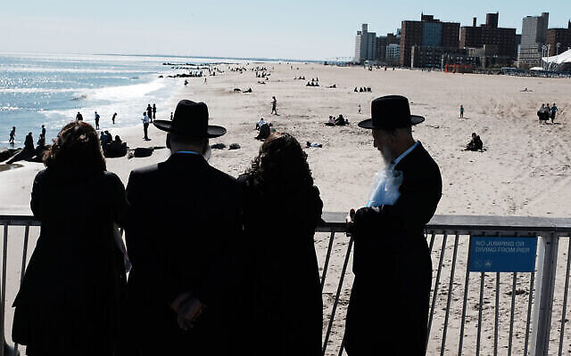 Juifs orthodoxes à Coney Island à Brooklyn, le 24 avril 2019. (Spencer Platt/Getty Images)