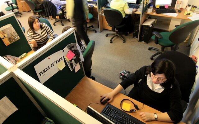 Une équipe travaille sur un projet de high tech (Crédit photo : Nati Shohat/Flash90)