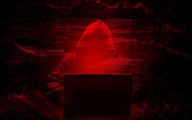 Un programmeur informatique piratant un système sécurisé. (releon8211 via iStock)