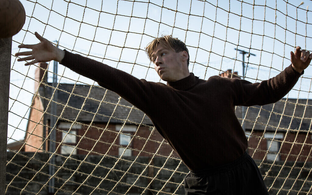 """David Kross joue Bert Trautmann dans """"The Keeper"""" (Crédit : Jürgen Olczyk/Menemsha Films)"""