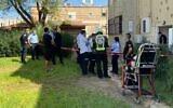 La scène où une femme a été retrouvée morte chez elle dans le quartier de Kyriat Haim à Haïfa. Son conjoint a été arrêté, soupçonné de meurtre, le 19 octobre 2020. (Magen David Adom)