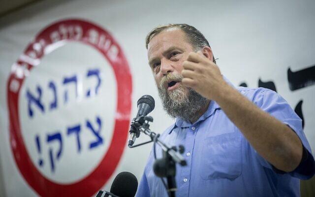 Benzi Gopstein, leader du groupe extrémiste Lehava, s'exprime lors d'une cérémonie à Jérusalem en l'honneur du défunt leader extrémiste juif, le rabbin Meir Kahane, le 17 novembre 2016. (Yonatan Sindel/Flash90)