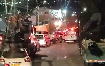 Scène où un policier volontaire est blessé lors d'une attaque à la voiture bélier dans le village de Daburiyya, au nord du pays, le 29 septembre 2020 (Capture d'écran/Walla)