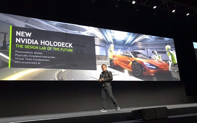 Jensen Huang de Nvidia Corp. présente le processeur Holodeck à la conférence des développeurs GTC de la société à Tel Aviv, le 18 octobre 2017 (Shoshanna Solomon/Times of Israel)
