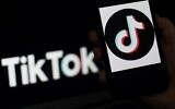 Logo de l'application de médias sociaux TikTok sur l'écran d'un iPhone, à Arlington, en Virginie, le 13 avril 2020. (Olivier DOULIERY/AFP)
