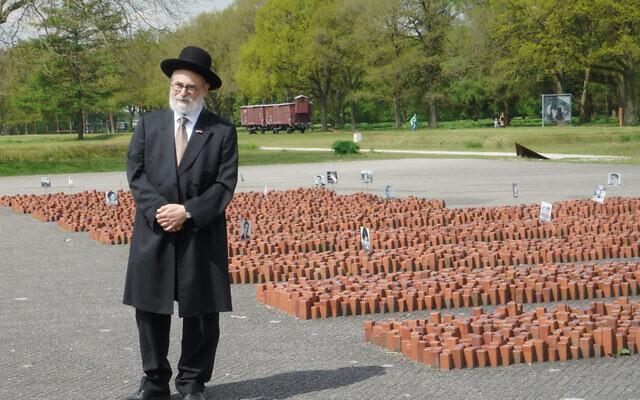 Le grand-rabbin néerlandais Binyomin Jacobs au mémorial de Westerbork, le 14 mai 2017. (Crédit : Cnaan Liphshiz)