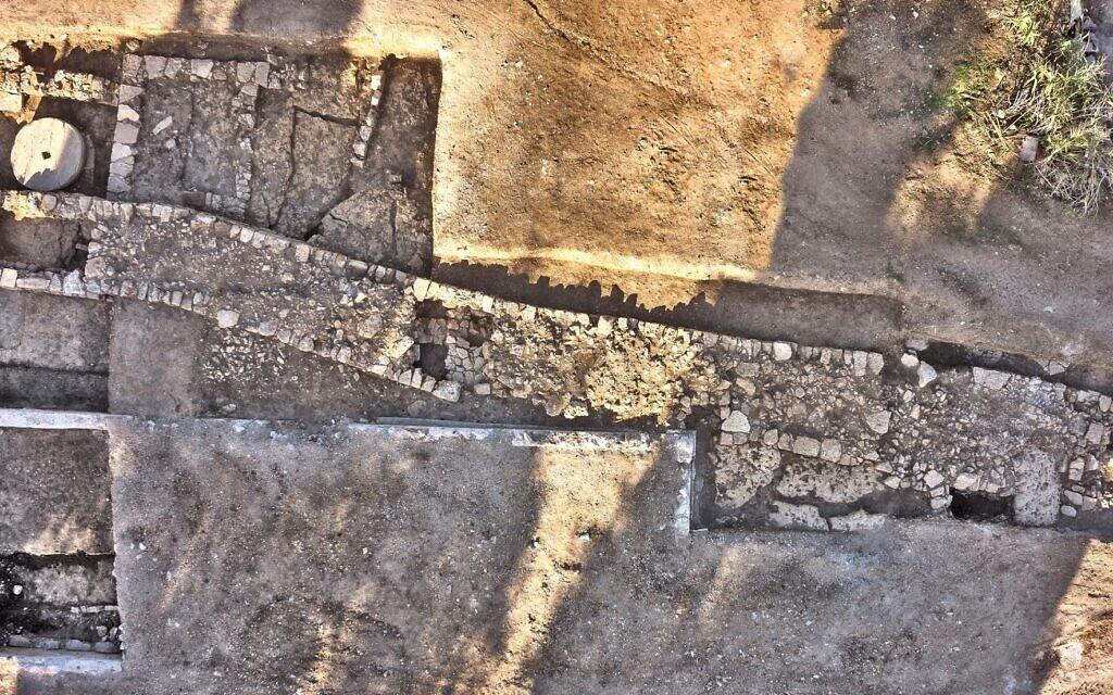 Un mur fortifié construit à la veille de la conquête romaine de l'ancien village de Kafr Murr pendant la révolte juive. (Bureau du porte-parole du COGAT)