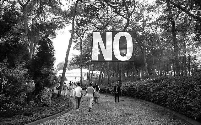 """L'affiche """"No"""" de Santiago Sierra, dans le cadre de la manifestation culturelle  'Loving Art. Making Art' à Tel Aviv, qui aura lieu du 12 au 14 novembre 2020. (Autorisation : municipalité de Tel Aviv),"""