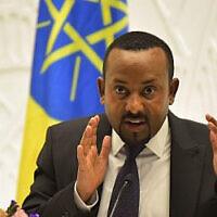 Sur cette photo prise le 1er août 2019, le Premier ministre éthiopien Abiy Ahmed donne une conférence de presse au bureau du Premier ministre dans la capitale, Addis-Abeba. (MICHAEL TEWELDE / AFP)