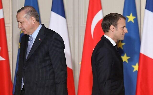 Le président français Emmanuel Macron et son homoogue tur Recep Tayyip Erdogan lors d'une conférence de presse à l'Elysée, à Paris, le 5 janvier 2018. (Crédit : LUDOVIC MARIN / POOL / AFP)