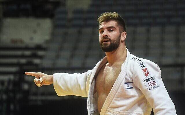 L'Israélien Peter Paltchik vient de battre le Bulgare Boris Georgiev en quarts de finale des -100 kilos aux Championnats d'Europe de judo à Prague, le 21 novembre 2020. (Crédit : Michal Cizek/AFP)
