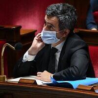 Le ministre français de l'Intérieur, Gérald Darmanin, à l'Assemblée nationale française, à Paris, pour voter sur une loi de sécurité générale qui a déclenché des manifestations à travers le pays ces derniers jours, le 24 novembre 2020. (Crédit : Anne-Christine POUJOULAT / AFP)
