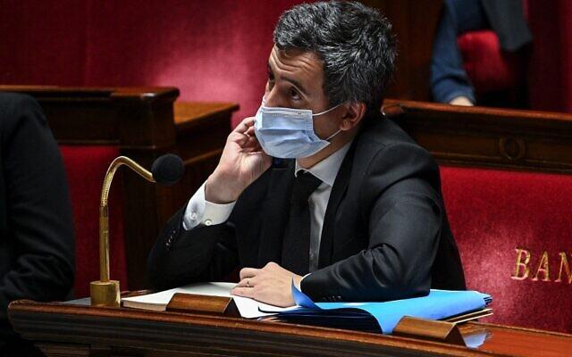 Le ministre français de l'Intérieur, Gérald Darmanin, à l'Assemblée nationale française, à Paris, pour voter sur une loi de sécurité générale qui a déclenché des manifestations à travers le pays, le 24 novembre 2020. (Crédit : Anne-Christine POUJOULAT / AFP)