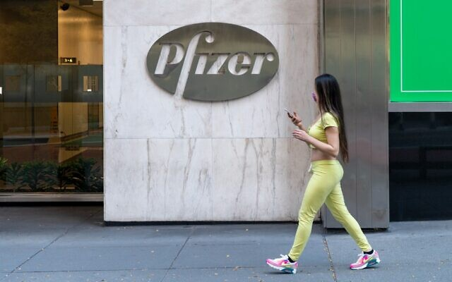 Le siège de Pfizer à New York City, le 9 novembre 2020. (Crédit :  David Dee Delgado/Getty Images/AFP)