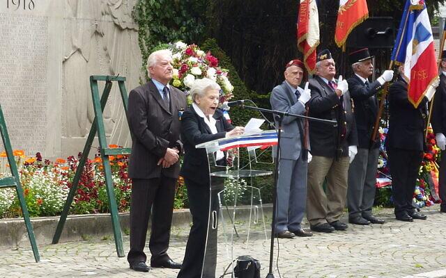 Noëlla Rouget, déléguée pour la Suisse de l'Association nationale des anciennes déportées et internées de la Résistance lors de la cérémonie du 8 mai 2013, au Consulat de France, àGenève. (Crédit : Erdrokan/ CC BY-SA 3.0)