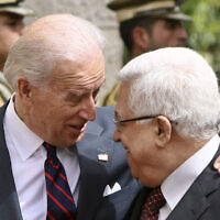 Le vice-président américain Joseph Biden (à gauche) avec le président de l'Autorité palestinienne Mahmoud Abbas avant leur réunion à Ramallah, en Cisjordanie, le 10 mars 2010. (AP Photo / Tara Todras-Whitehill)
