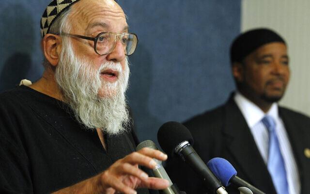 Le rabbin  Arthur Ocean Waskow s'exprime à Washington, le 17 août 2010. (Crédit : AP Photo/Charles Dharapak)