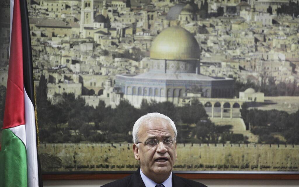 Saeb Erekat donne une conférence de presse à Ramallah, le 23 août 2010. (Crédit : AP)