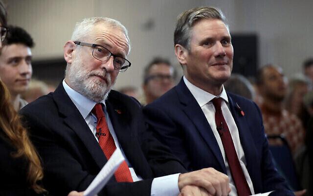 Jeremy Corbyn, (à gauche), est assis à côté de Keir Starmer lors de l'événement de campagne électorale sur Brexit à Harlow, en Angleterre, le 5 novembre 2019. (AP Photo/Matt Dunham)