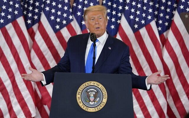 Le président Donald Trump prononce un discours dans l'East Room à la Maison Blanche, le 4 novembre 2020. (Crédit : AP Photo/Evan Vucci)