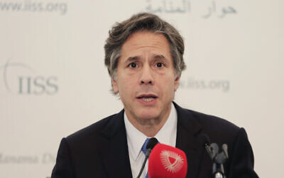 Le secrétaire d'État adjoint américain, Antony Blinken, s'exprime lors d'une conférence de presse en marge d'un sommet sur la sécurité internationale à Manama, Bahreïn, le samedi 31 octobre 2015. (AP Photo/Hasan Jamali)
