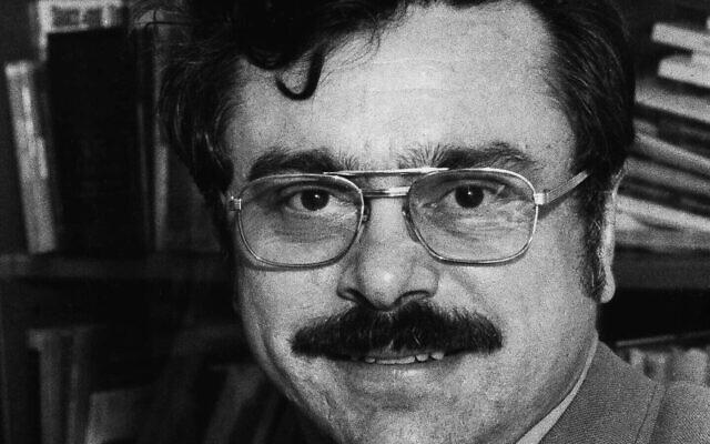 Arthur R. Butz, 48 ans professeur associé de génie électrique à la Northwestern, le 28 janvier 1977. (Crédit :  AP Photo)