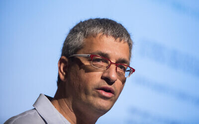 Uri Carmel, alors chef du département des enquêtes internes de la police, s'exprime lors d'une manifestation de la police à Jérusalem, le 27 janvier 2015. (Yonatan Sindel/Flash90)