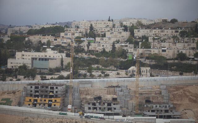 Nouvelles maisons en construction dans le quartier de Ramat Shlomo à Jérusalem, novembre 2015. (Lior Mizrahi/Flash90)