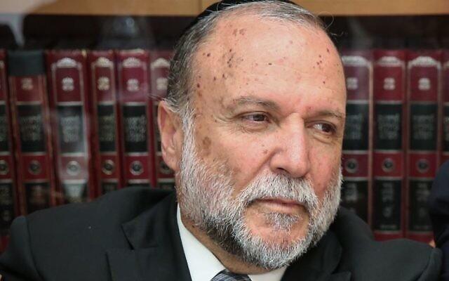 Le député Shas de la Knesset Yitzhak Cohen assiste à une réunion de faction au domicile du président du conseil des Sages de la Torah, le rabbin Shalom Cohen, à Jérusalem, le 31 octobre 2016. (Yaakov Cohen / Flash90)