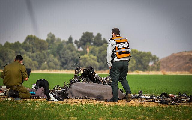 Scène du crash d'un avion près du kibboutz Mishmar Hanegev, le 24 novembre 2020.  (Crédit ; Dudu Greenspan/Flash90)