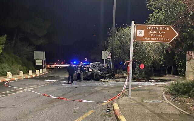 La scène d'un accident après une course-poursuite avec la police, à Haïfa, dans le nord d'Israël, le 7 novembre 2020. (Crédit : Police israélienne)