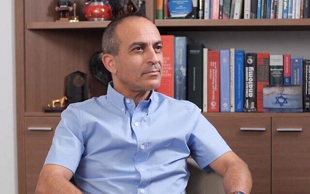 Capture d'écran d'une vidéo de l'ancien responsable de la lutte contre le coronavirus, Ronni Gamzu, lors de la conférence annuelle du Centre pour la sécurité nationale et la démocratie de l'Institut israélien de la démocratie, qui s'est tenue en ligne le 24 novembre 2020. (Institut israélien de la démocratie)