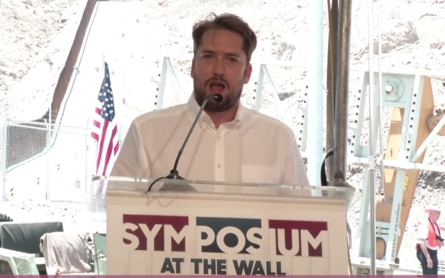 Darren Beattie à l'évènement At the Wall Symposium le 28 juillet 2019. (Capture d'écran YouTube)