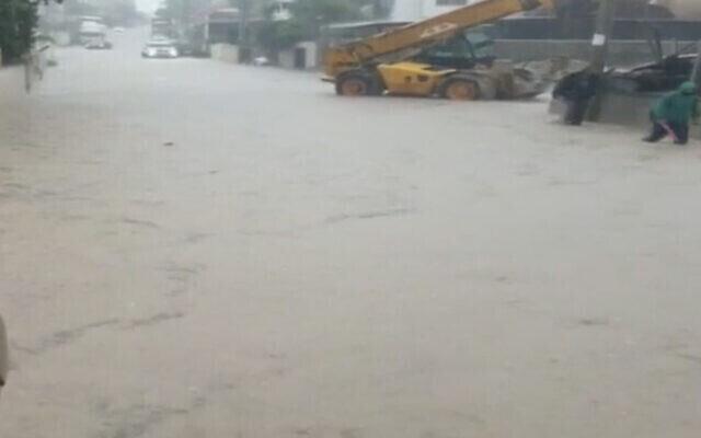 Inondation dans une rue de Wada Ara, 20 novembre 2020. (Capture d'écran : la Douzième chaîne)