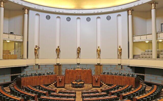 Le Parlement finlandais à Helsinki, le 4 septembre 2017. (Crédit : Wikimedia Commons Tiina Tuukkanen)