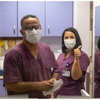 Le personnel de l'unité Covid d'un hôpital de Galilée. (Crédit : Shlomi Tova)