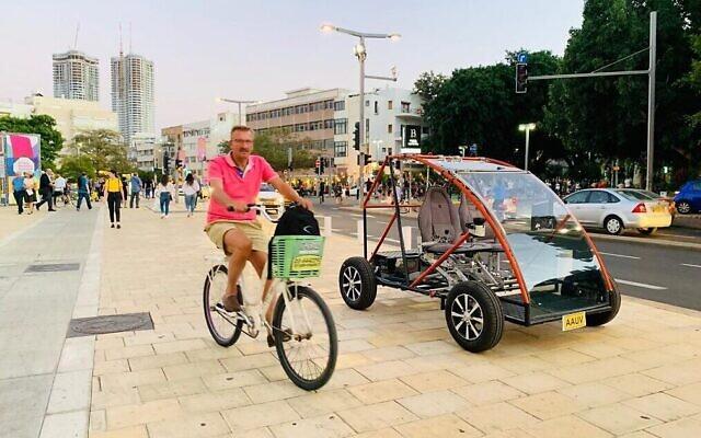 Une voiture électrique pour personnes âgées développée par des étudiants de l'université d'Ariel. (Autorisation)