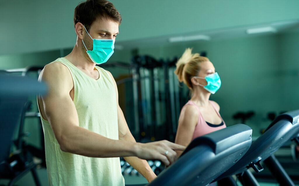 Un club de gym pendant la pandémie. (Drazen Zigic via iStock par Getty Images)