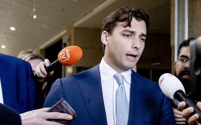 Thierry Baudet, leader de la droite néerlandaise du Forum pour la démocratie (FVD), s'adresse à la presse au Sénat des Pays-Bas, le 5 février 2020, à La Haye. (Crédit : Sem VAN DER WAL / ANP / AFP)