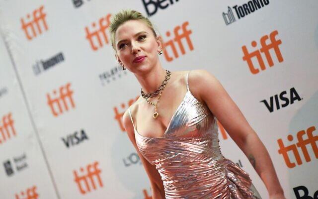"""L'actrice Scarlett Johansson assiste à la projection spéciale de """"Jojo Rabbit"""" lors du Festival international du film de Toronto 2019 à Toronto, Ontario, le 8 septembre 2019. (VALERIE MACON/AFP)"""