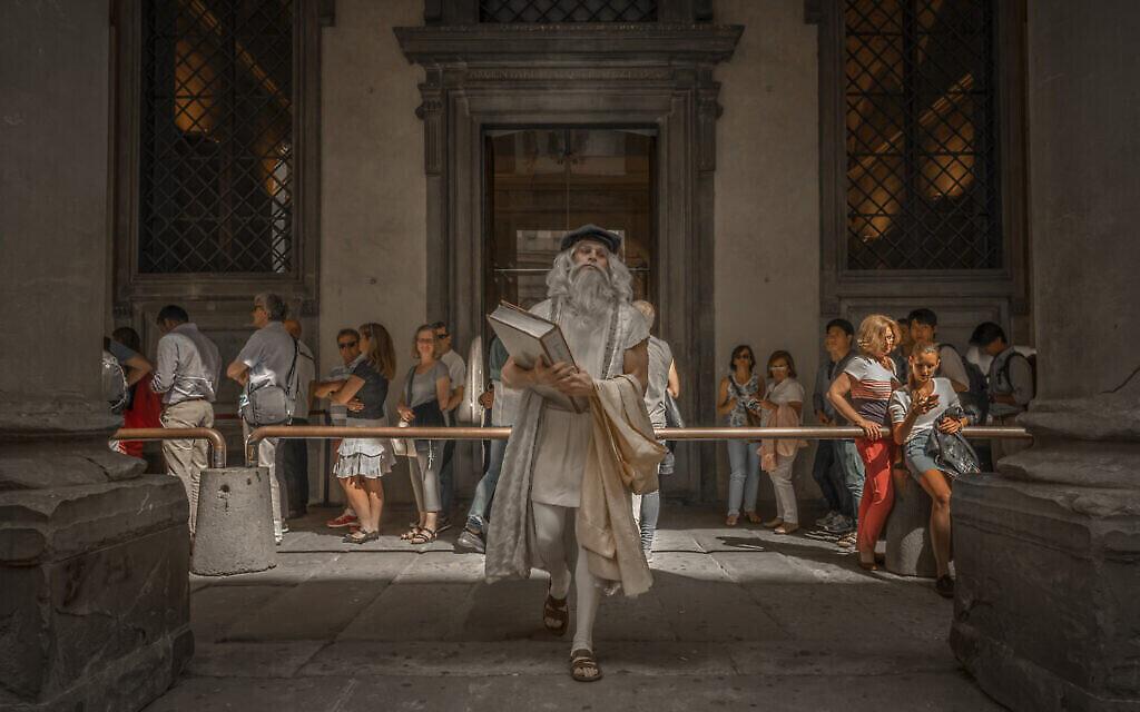'Visite à la galerie' : Leonardo à la galerie   Uffizi. (Crédit :  Moses Pini Siluk)