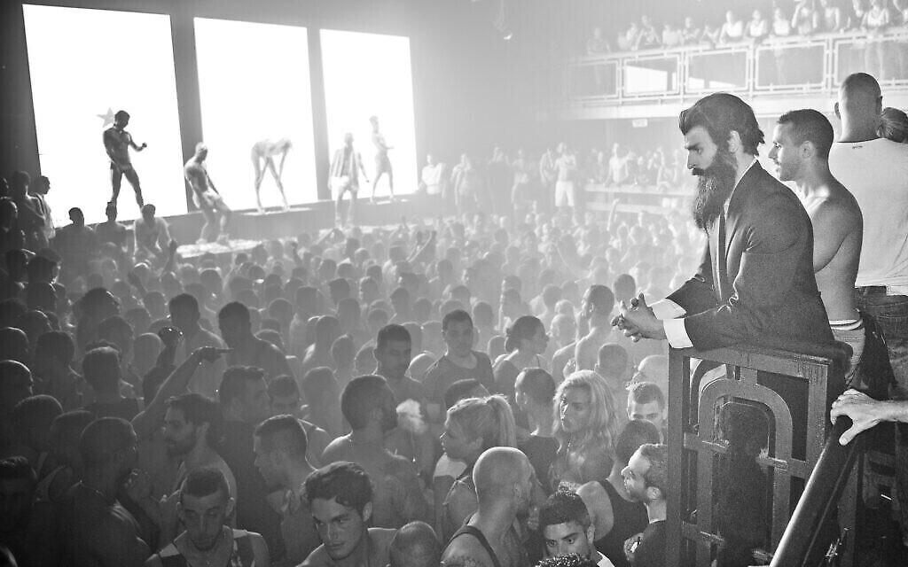 'Tel Aviv / Altneuland': Théodore Herzl  lors d'une soirée à Tel Aviv, un vendredi soir. (Crédit : Moses Pini Siluk)